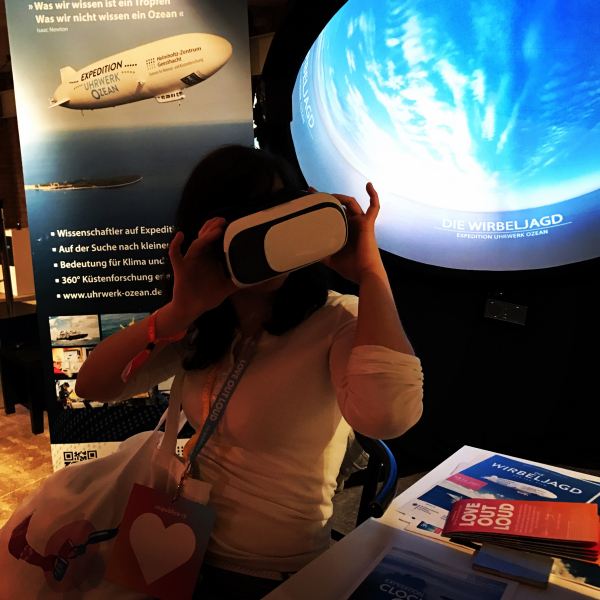 A visitor dives into coastal research with virtual reality glasses. Photo: HZG/Gesa Seidel
